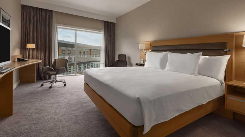 220217-800-hilton-bedroom